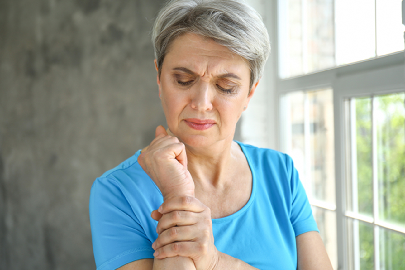 women having wrist pain